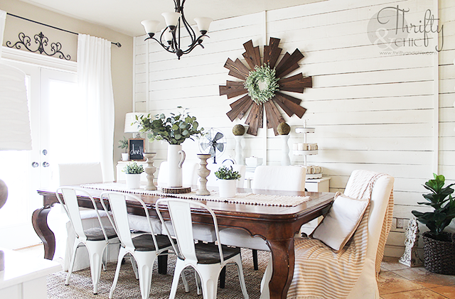 Farmhouse dining room decor and decorating ideas. Spring dining room decor. Spring tablescape ideas. Best farmhouse dining room chairs. Shiplap in dining room