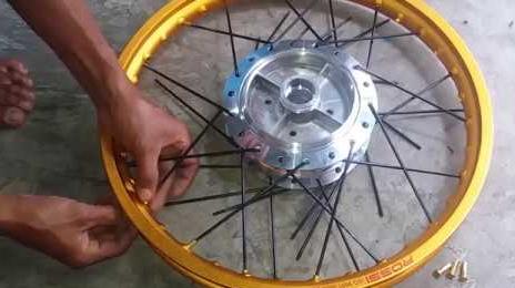 Memasang Lingkar dan Jari Velg Honda