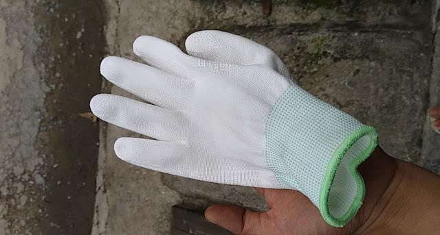găng tay pu phủ bàn mầu trắng có phân biệt trái phải