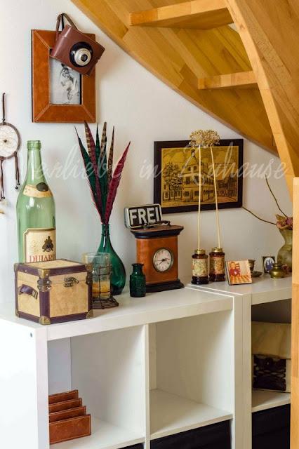 Unter der Treppe treffen sich Vintage Deko und Kallax Schränke
