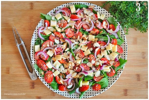 salada de rúcula com cebola