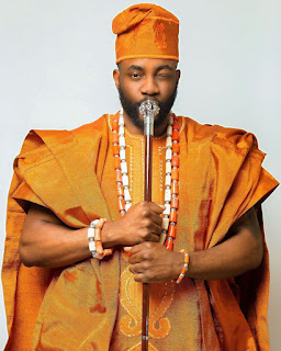 Ebuka Rocks Agbada For Tonight BBNaija Eviction