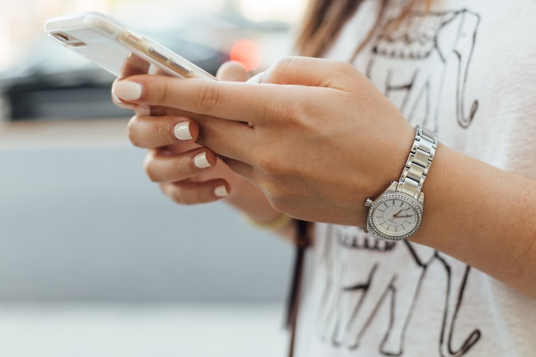 كيف يمكنني التوقف عن استخدام هاتفي كثيرا إدمان الهواتف الذكية  | موقع عناكب