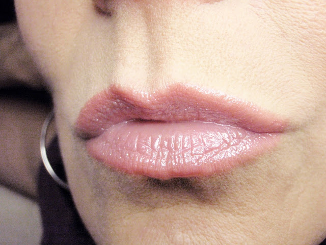 pale pink lipstick