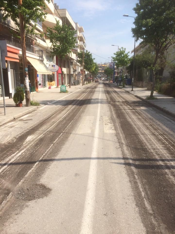 Ασφαλτοστρώνεται και το τελευταίο τμήμα της οδού Καρδίτσης στη Λάρισα