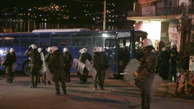 Αστυνομικοί καταγγέλλουν: Είχαμε εντολές να μείνουμε αδρανείς ενώ δεχόμασταν επιθέσεις στη Μυτιλήνη