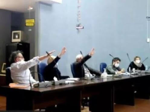 COGOLETO (GE) : il giorno della memoria il sindaco denuncia: saluto romano in consiglio comunale.