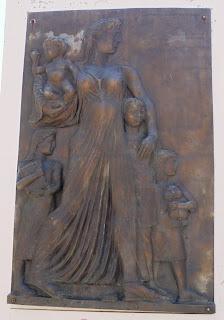 το μνημείο της μητέρας στη Φλώρινα