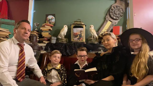 'Pedra Filosofal' - Capítulo 17: O Homem de Duas Caras, narrado por três famílias de fãs de 'Harry Potter'   Ordem da Fênix Brasileira