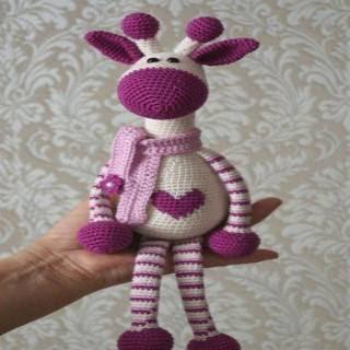 Hearty Giraffe amigurumi pattern - Amigurumi Today | 320x320