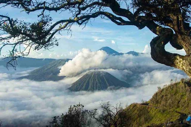 Bromo tempat wisata terpopuler di Jawa Timur