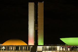 http://vnoticia.com.br/noticia/4625-senado-aprova-adiamento-das-eleicoes-para-15-de-novembro