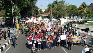 Warga Turun ke Jalan Dukung Kapolres Lumajang Tumpas Kejahatan