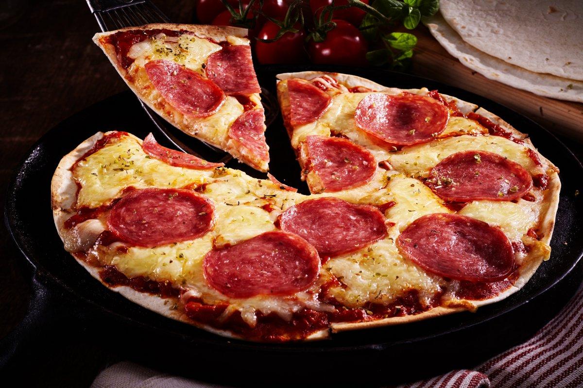 أسرع طريقة لتحضير البيتزا