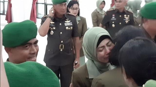 Istri Dandim Kendari menangis Suaminya Dicopot