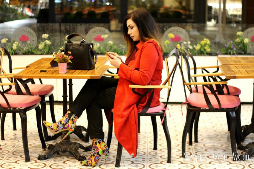 Kırmızı Süet Trençkot ve Renkli Botlar-moda blogu-fashion blogger