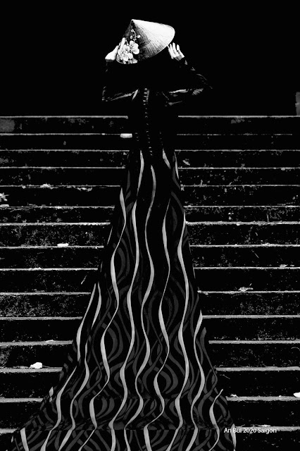 CBWC - Outdoor steps with very long dress Ao Dai