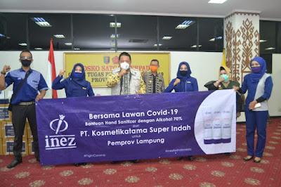 Tim Gugus Tugas Penanganan Covid-19 Provinsi Lampung Terima Bantuan Sosial Handsanitizer