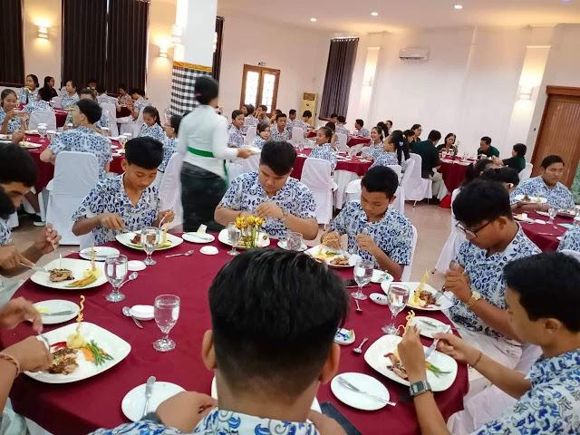 Pertama di Bali, Siswa SMP Dapat Pelatihan Table Manner ke Hotel