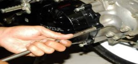 Cara Mudah Mengganti Kampas Ganda Motor Matic