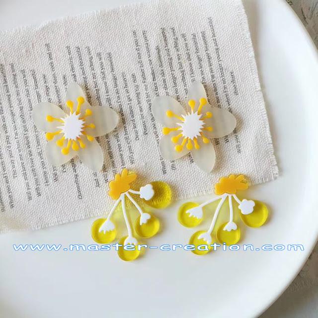 simulated mini flower pendant