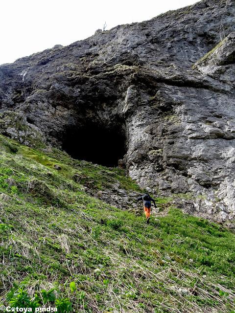 Llegando a la Cueva de Ozanía