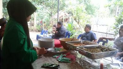 Solidaritas Mahasiswa KKN Unimal Dalam Keikut Sertaan Membantu Mensukeskan Pelaksanaan Acara Syukuran Dikediaman Salah Satu Warga Desa