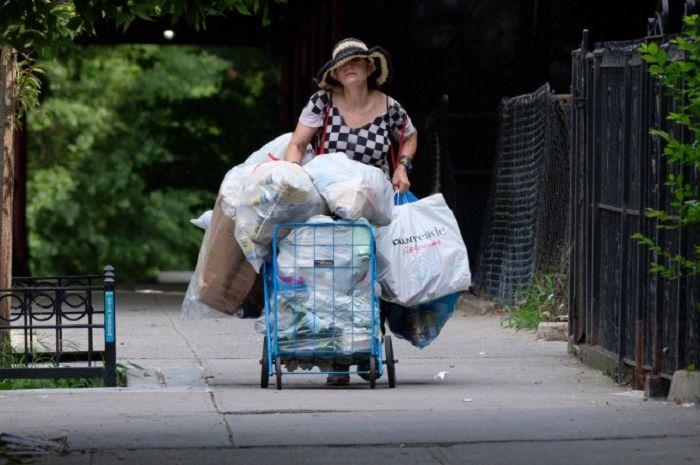 Wanita Ini Pemulung Sampah, tapi Hartanya Rp 116 Miliar dan Punya Apartemen Mewah, naviri.org, Naviri Magazine, naviri majalah, naviri