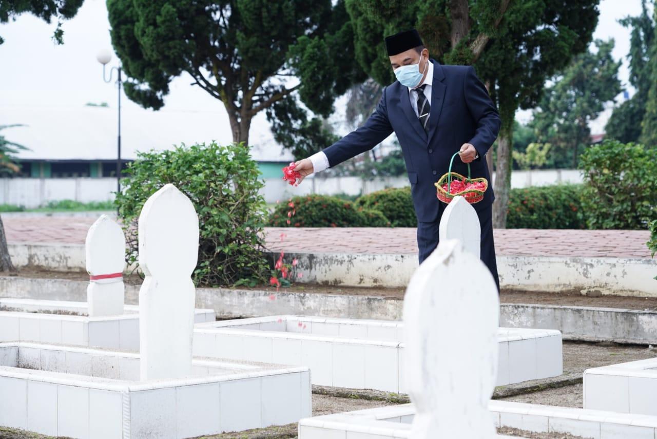 Peringati Hari Pahlawan, Kapolres Tebing Tinggi Pimpin Apel Upacara