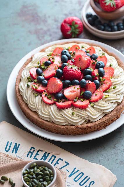 Tarte aux fruits rouges, pistache et sablé breton