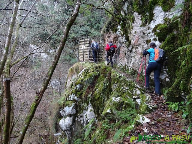 Paso sobre la Garganta del Río Rubó