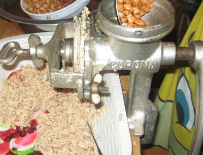 Grinding beans with a manual blender