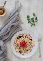 Ensalada de judias blancas con pulpo y fresas
