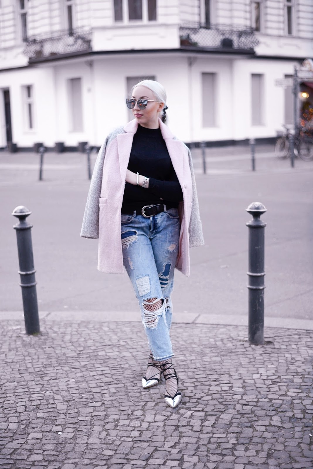 boyfriend jeans_fishnet tights_how to wear boyfriend jeans