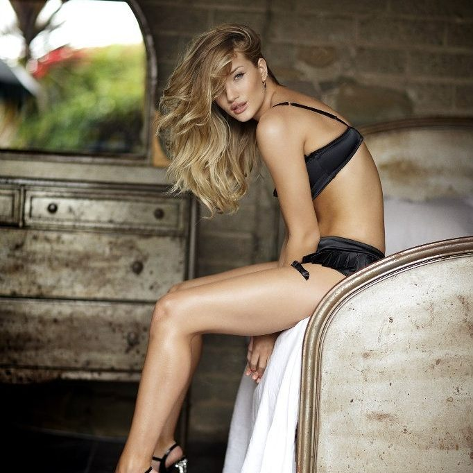 Rosie Huntington-Whiteley Hot Photos