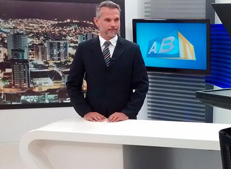 Jornalista Alexandre Farias é aposentado por invalidez