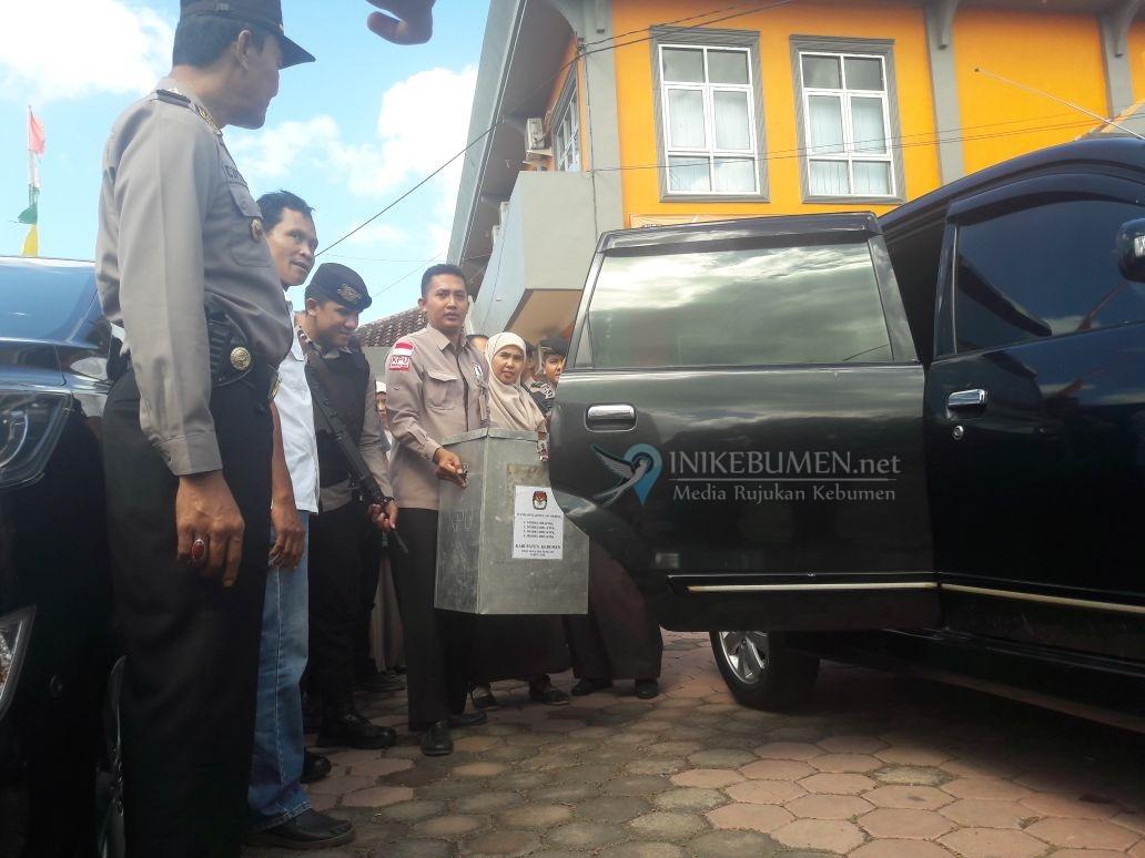 Dikawal Ketat Polisi, Hasil Pleno Rekap Perhitungan Suara Digeser ke KPU Provinsi