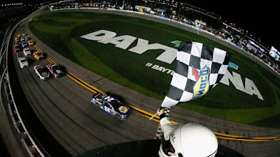 Chase Elliott Backs Up Pole with First #MENCS Win