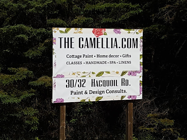 Highway sign The Camellia