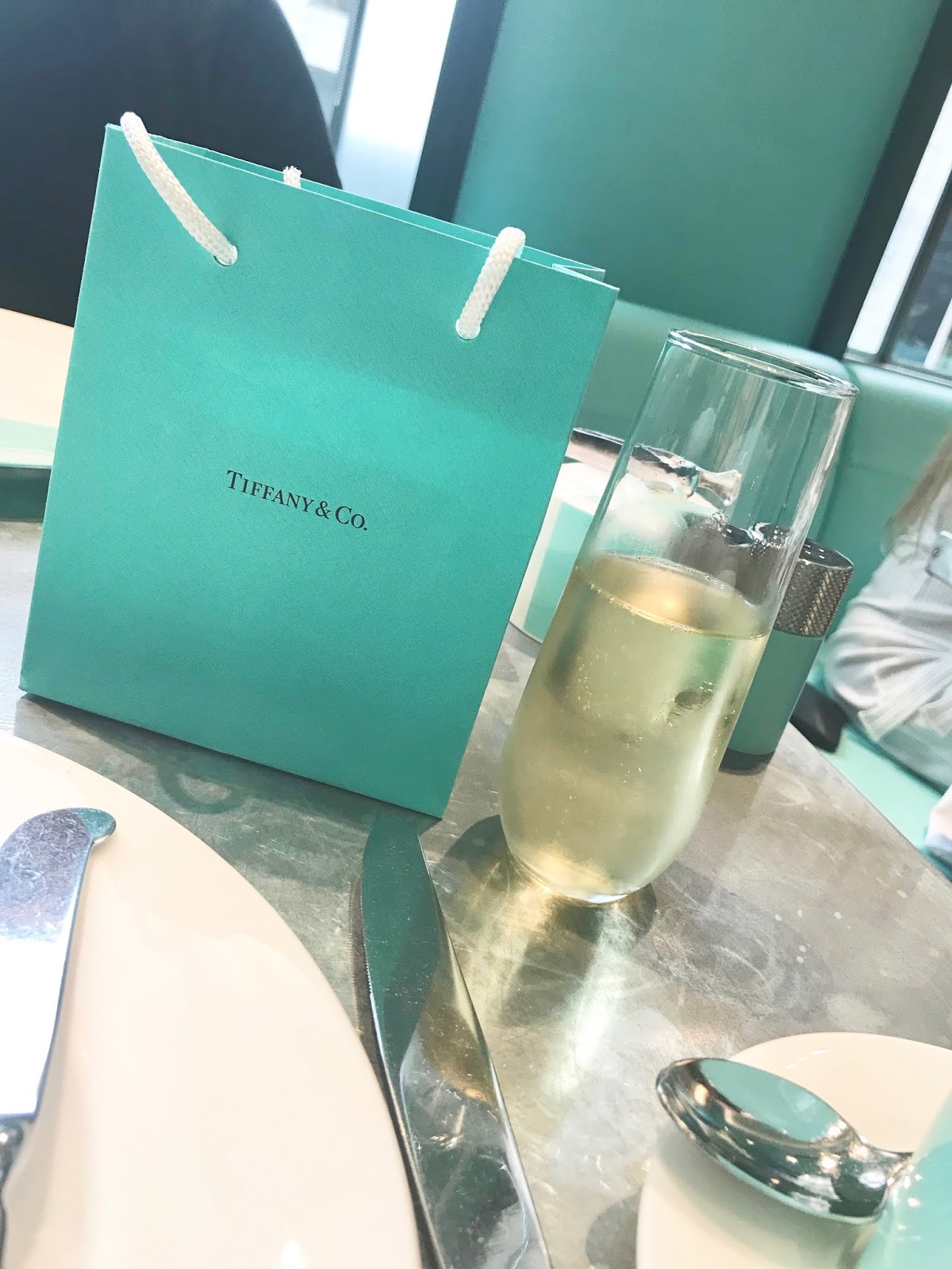 Tiffany's shopping bag \ necklace \ champagne