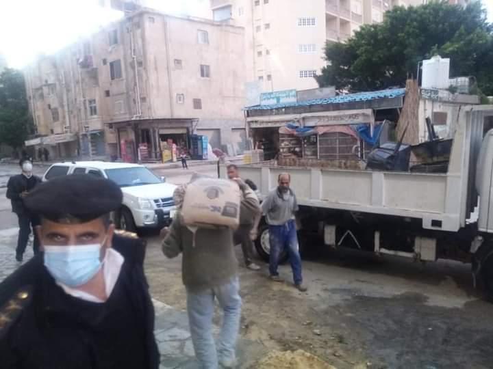 جاب الله يقود حملة مكبرة لايقاف أعمال بناء 4 عقارات مخالفة ويتحفظ علي معدات وأدوات البناء بمطروح