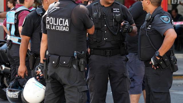 Policía argentina arresta a un hombre que perseguía en su coche a una adolescente aparentemente para violarla