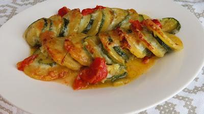 Pečene tikvice s krumpirom,sirom i cherry rajčicama / Baked zucchini with potatoes,cheese and tomatoes