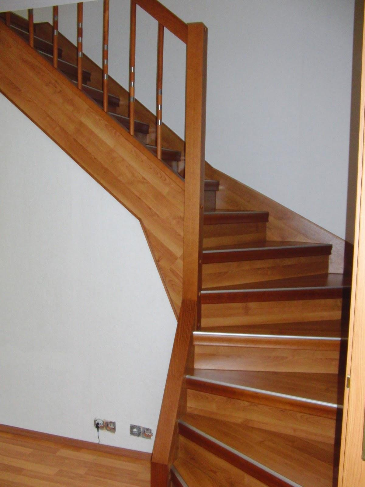 Treppenrenovierung - Treppengeländer Holz-Edelstahl