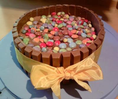 Kitkat Smarties Torte Essen Und Trinken