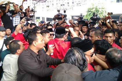 Wuiihh... Massa PDIP Dan Perindo Bentrok di Depan KPU