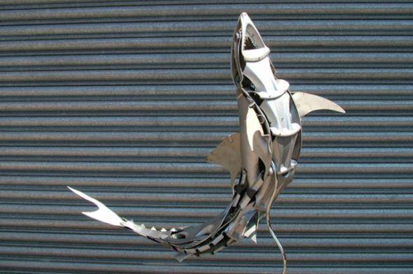 Ptolemy Elrington arte esculturas animais calotas pneus metálicas lixo ferro velho