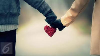 Memberikan Penghormatan Dengan Hangat Kepada Pasangannya