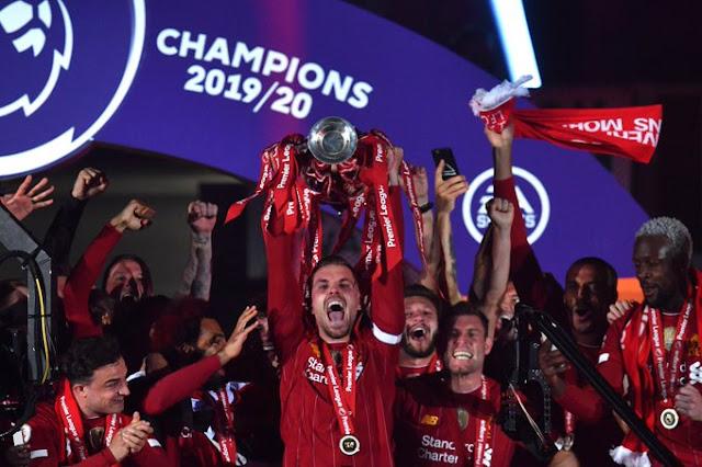 صور.. شاهد مراسم تسلم ليفربول كأس البريميرليج