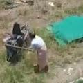 Istri Ngamuk, Motor Dihancurkan Lantaran Suami Sering Bonceng Janda